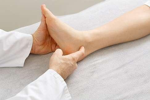 Geschwollen nicht schmerzen aber umgeknickt fuß Test Fuß